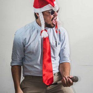 santa-man-singing